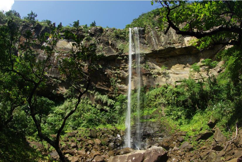 カヌーで行き、見るまでの行程も楽しい沖縄県「ピナイサーラの滝」
