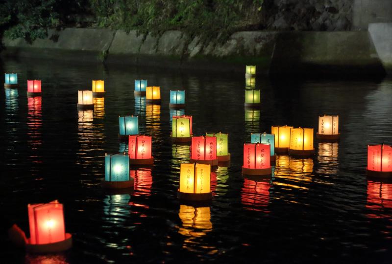 """松川~海上""""灯籠流し""""「灯籠の流れ」打上花火"""