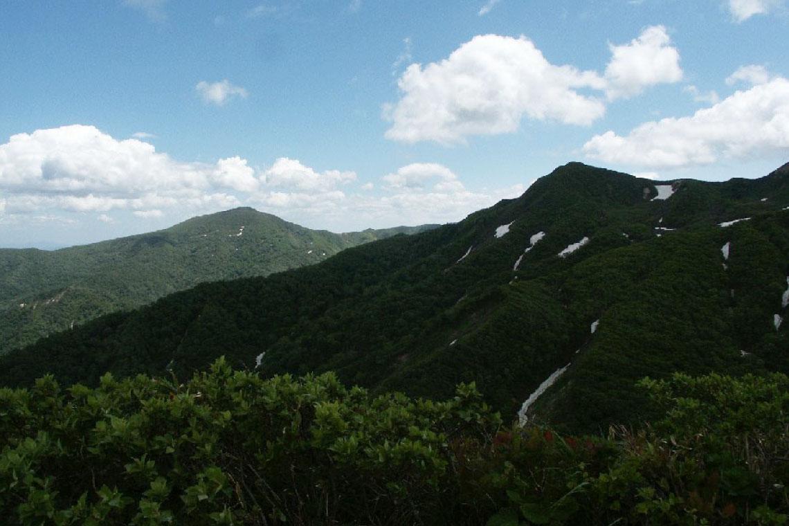 夏油温泉をぐるりと囲む経塚山・牛形山・駒ヶ岳