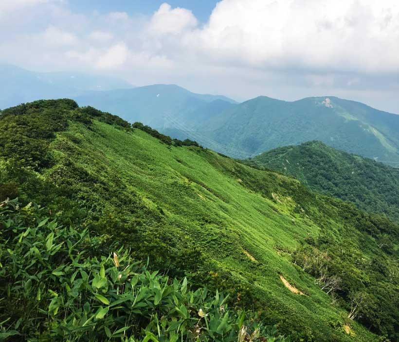 かつて上州と越後を結ぶ交通の要衝だった三国峠のある「三国山」。