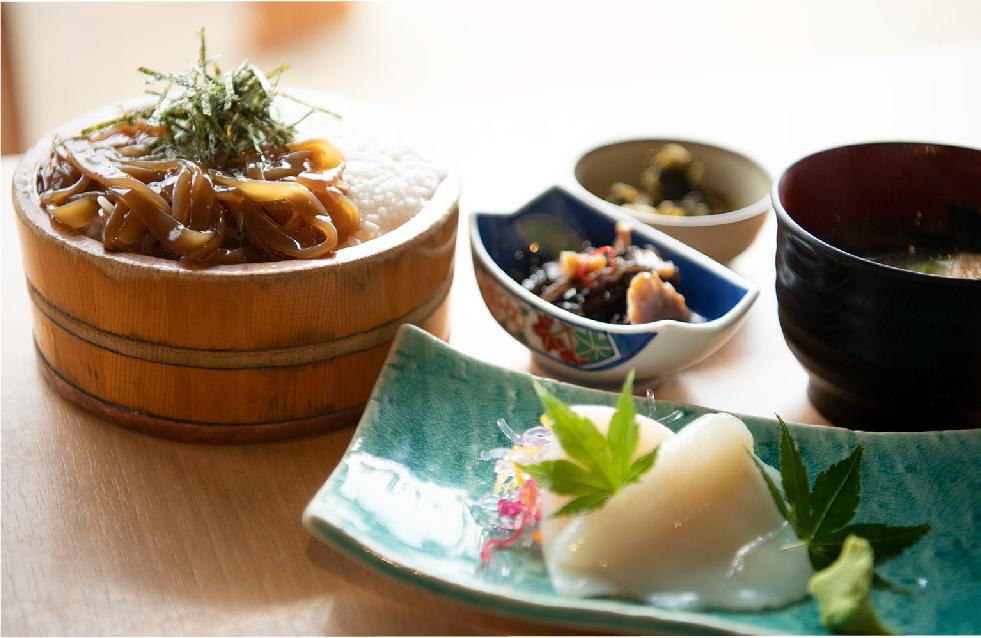 「イカとろろ飯定食」(1000円)