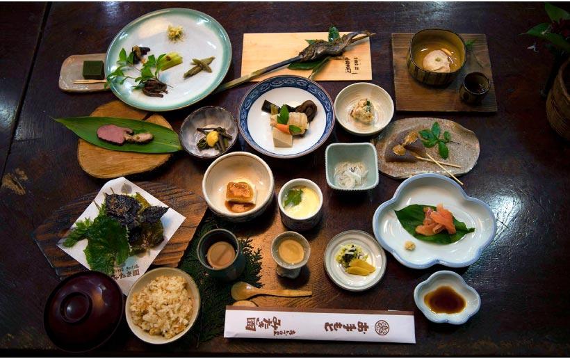 ジビエをはじめ、季節ごとに彩り豊かな食材をいただける「桧」コース(5500円)