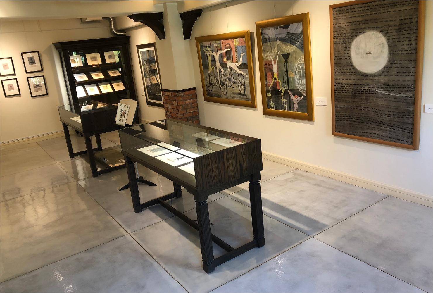 2階の小フロアでは、2人の画家による37点の原画を展示している