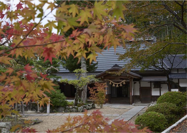 正寿院の客殿。天井画や猪目窓も撮影が可能