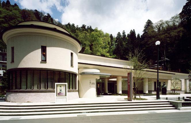 金沢湯涌夢二館の館内には夢二の美人画や湯涌温泉の歴史などを展示している