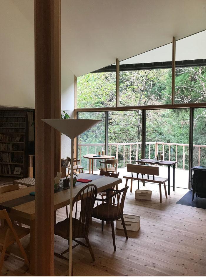 湯涌温泉街の一角に佇む、昨年オープンした戸建てのカフェ「Cafe Lente」