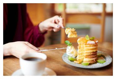 「7段重ねのパンケーキ」(850円)