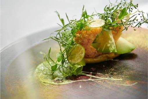 穴子のフリット(前菜の一例)。お昼は1万3000円と1万5000円の2コースを用意