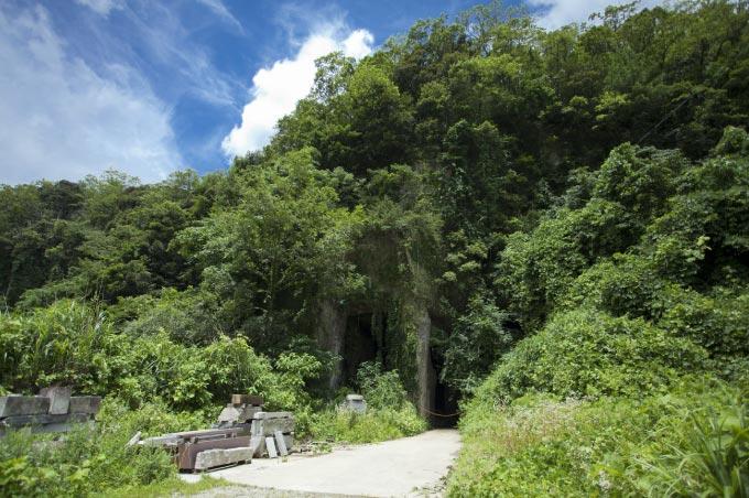 滝ケ原石切場の巨大な洞窟