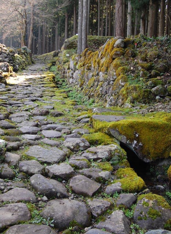 白山平泉寺の石畳