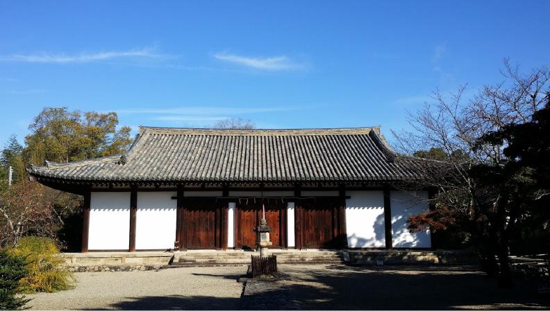 奈良時代・創建当初の貴重な建造物の本堂(新薬師寺)