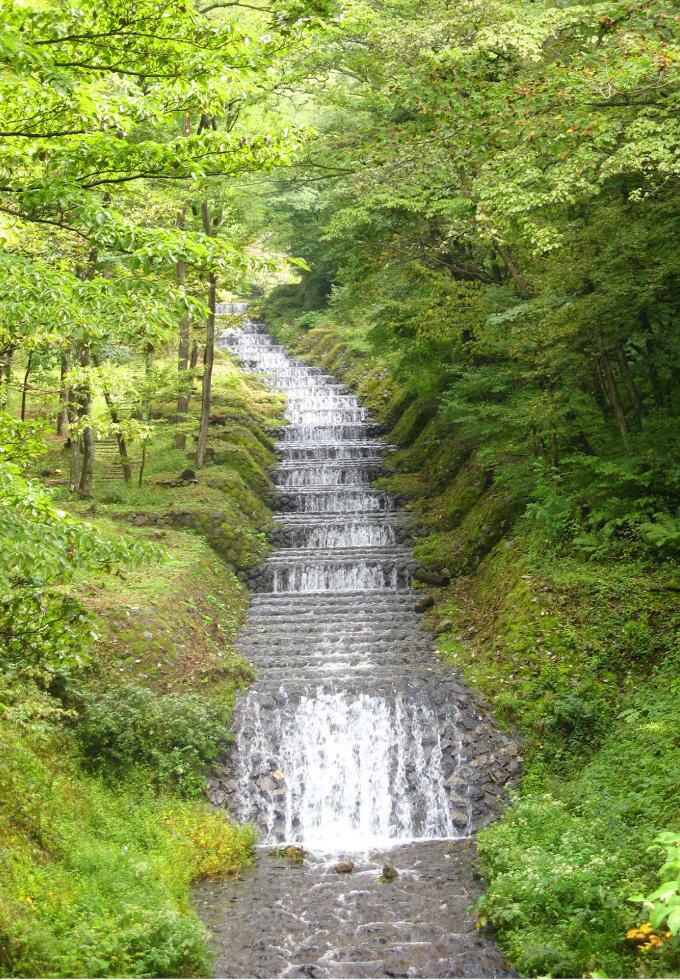 牛伏川フランス式階段工