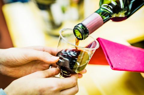 ワイン6~8種類が飲み放題。10分に1種類のワインを味わえる計算だ