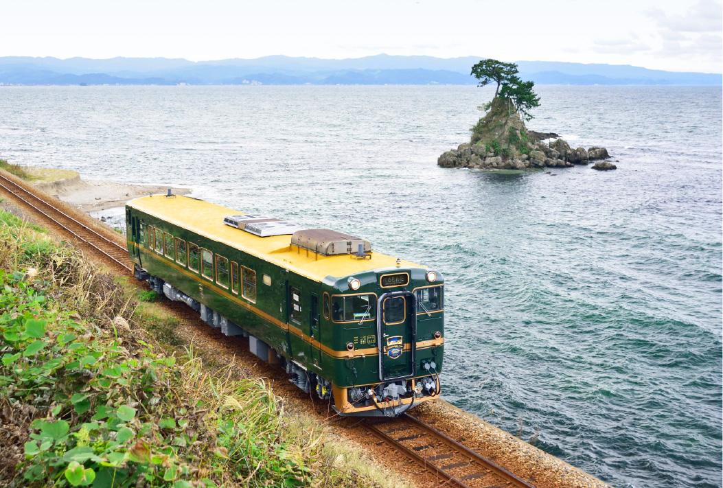 """""""べるもんた""""の愛称で親しまれる列車の名は、美しい山と海をフランス語で表現したもの"""