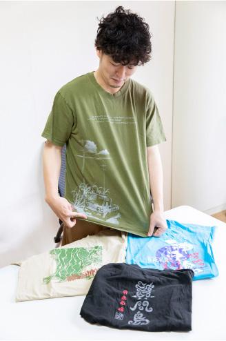 4種類の離島Tシャツを持参してくれた松居監督