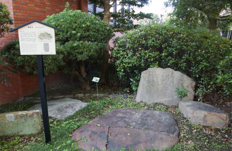南蛮寺の礎石