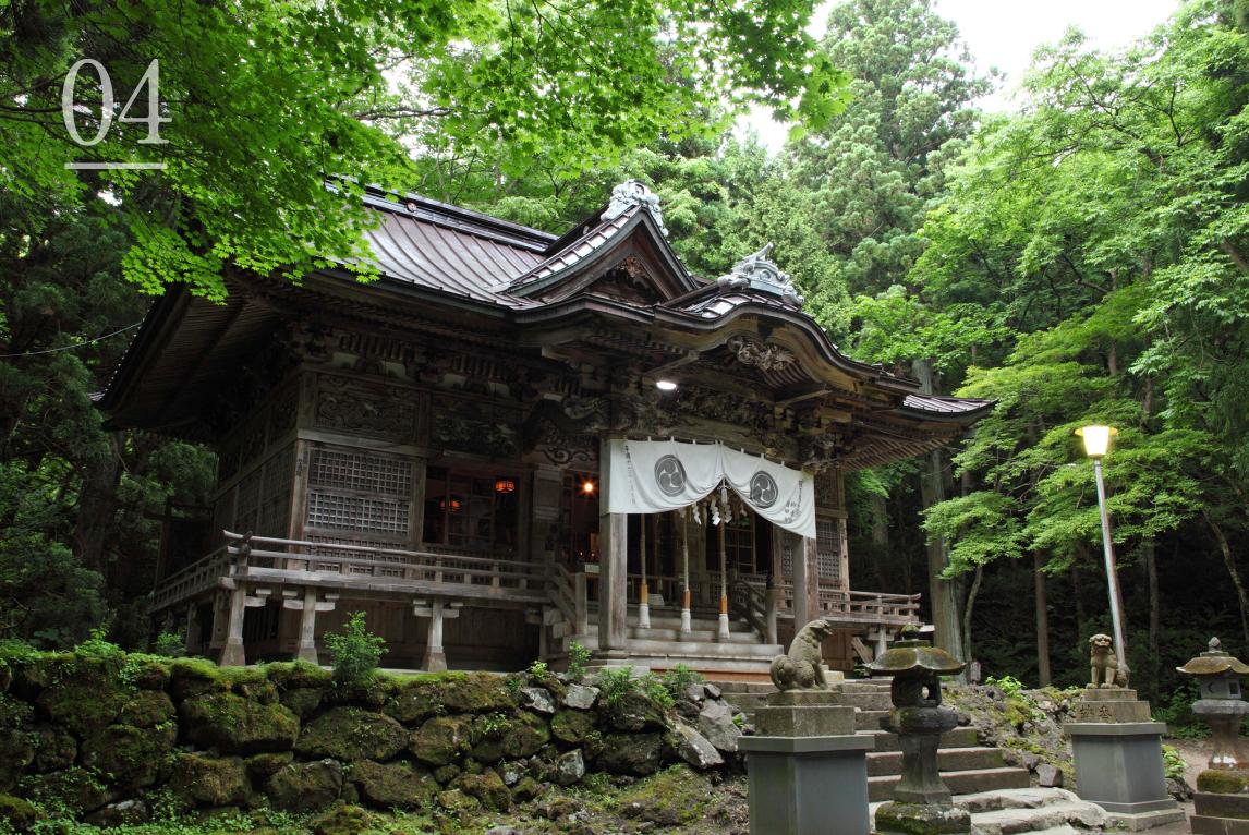 千年を超える歴史ある神社を詣でる