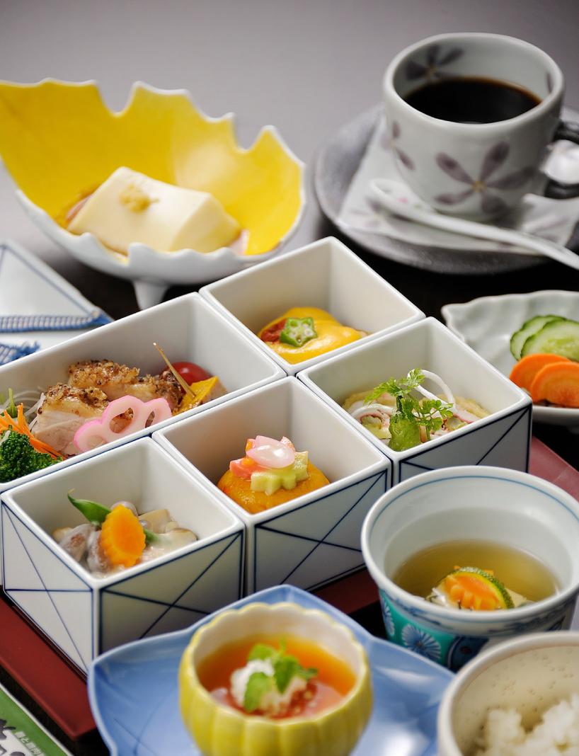 美しい器でご当地料理を味わう 有田焼五膳