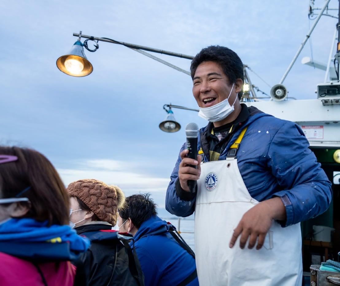 笑い声に包まれる船上から富山湾の雄大な景色を堪能