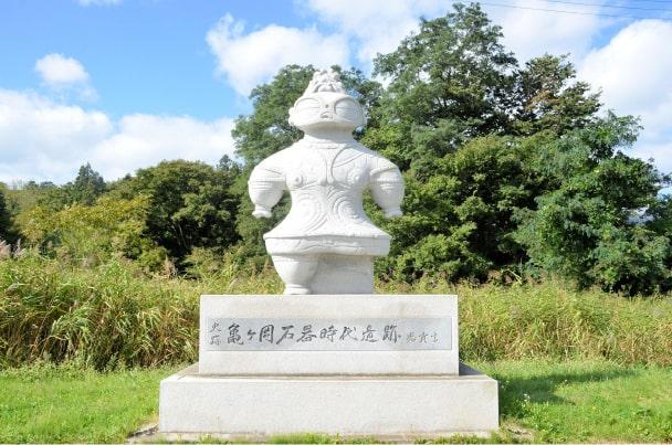 亀ヶ岡遺跡にある「遮光器土偶」のモニュメント