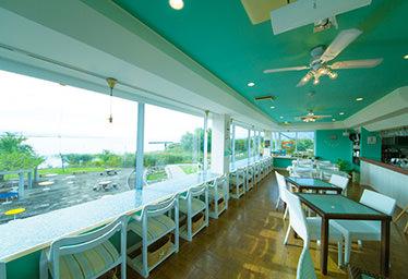 R cafe at Marina